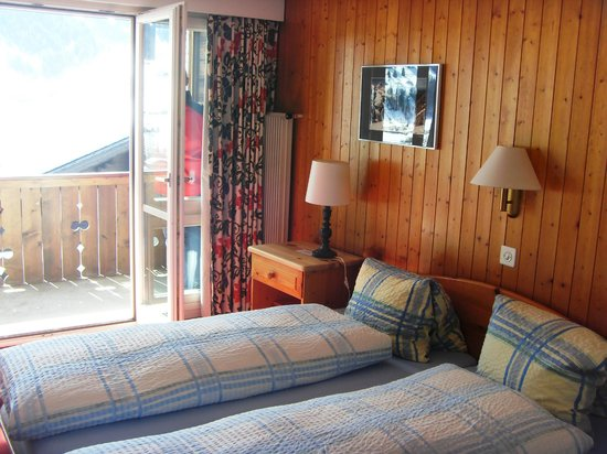 Jungfrau Lodge Swiss Mountain Hotel: Bedroom