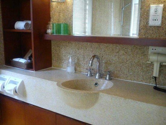 Palm Island Golf Resort : Clean and tidy bathroom.