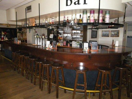Hampshire Hotel - City Terneuzen : bar et restaurant