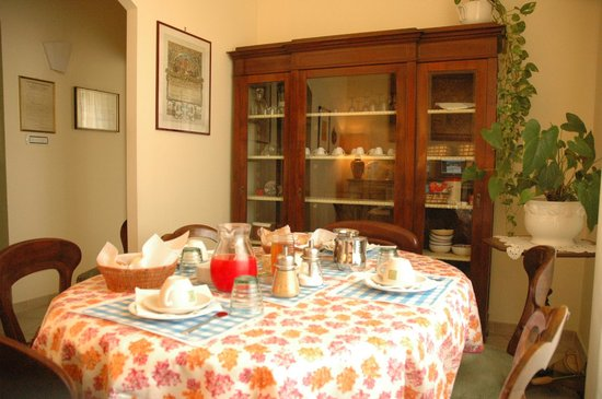 Bed & Breakfast Orti di Trastevere: Breakfast room other side