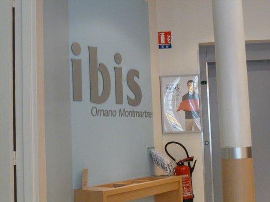Ibis Paris Ornano Montmartre North 18th: ホテル看板