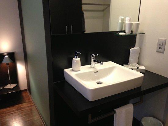 Hotel Kreuzlingen am Hafen: Waschbecken im Zimmer