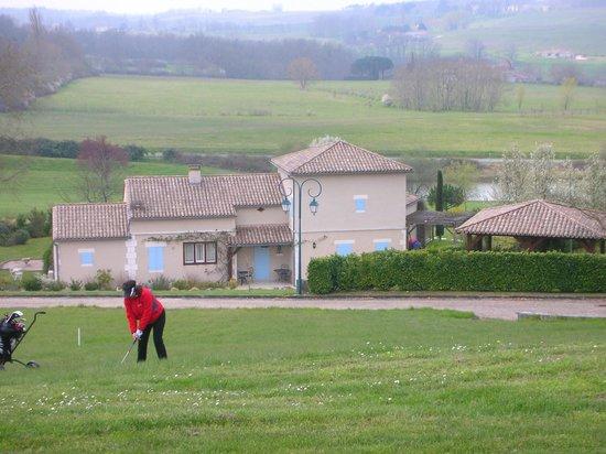 Chateau des Vigiers: Golfball havnet i engen!