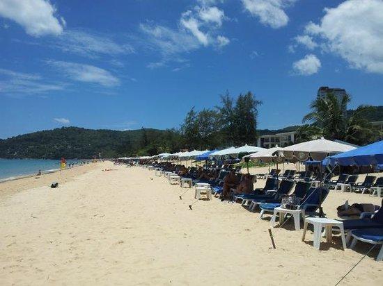 200 Bahts Por 2 Sillas A La Orilla De La Playa Picture