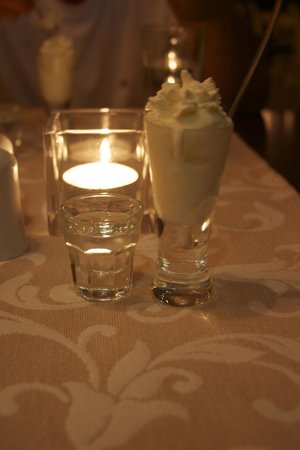 Alexis Hotel, Chania: free shot and desert
