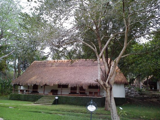 The Lodge at Chichen Itza: Typical Mayan resort.