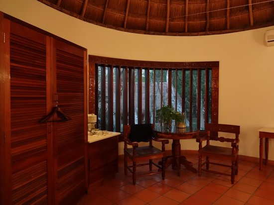 The Lodge at Chichen Itza: Sitting area inside my room
