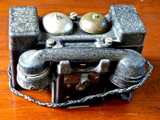 MesaStila Resort and Spa : Antique Telephone at the reception lobby.