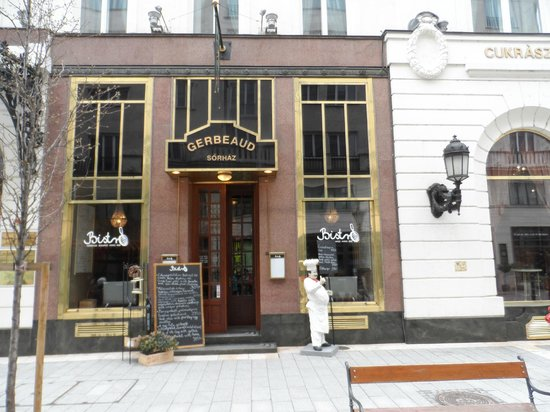 Sofitel Budapest Chain Bridge: Gerbeaund Resturant / Cake shop
