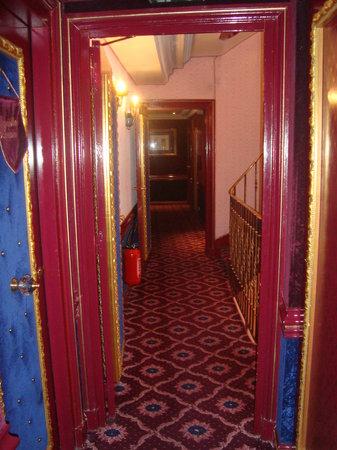 Villa Royale : Floor 3 Hallway