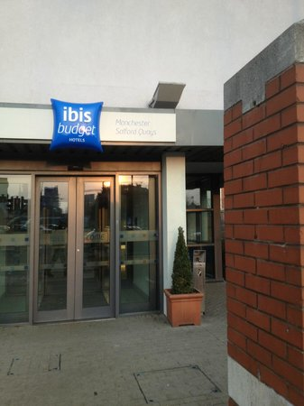ibis budget Manchester Salford Quays: The entrance