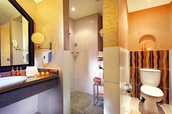 Jungle Aqua Park: Bath room