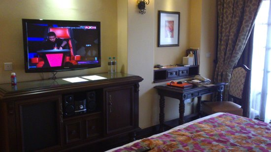 "Casa del Rio Melaka: 40"" LCD and desk"