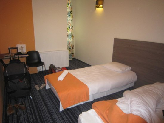 Planet Hostel: Room 6