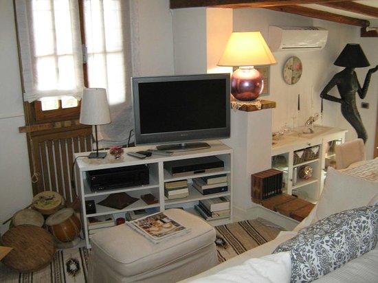 La Casa Nella Roccia.Sala Tv Relax Picture Of B B La Casa Nella Roccia Sacrofano