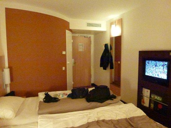 Ibis München City West: basic room