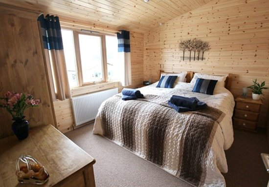 Hoe Grange Holidays: Daisybank Master bedroom