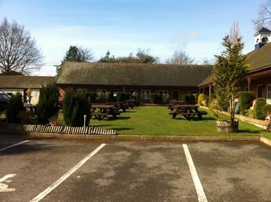 The Royal Arms Restaurant & Hotel: lovely garden