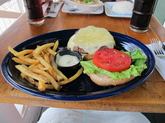 The Seafood Bar & Grill: Cheese burger