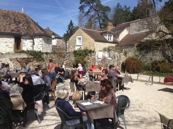 Restaurant le brigandville dans rochefort en yvelines avec for Restaurant yvelines avec jardin
