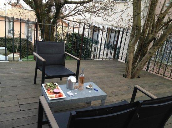 LE GOURGUILLON : Jolie terrasse agréable