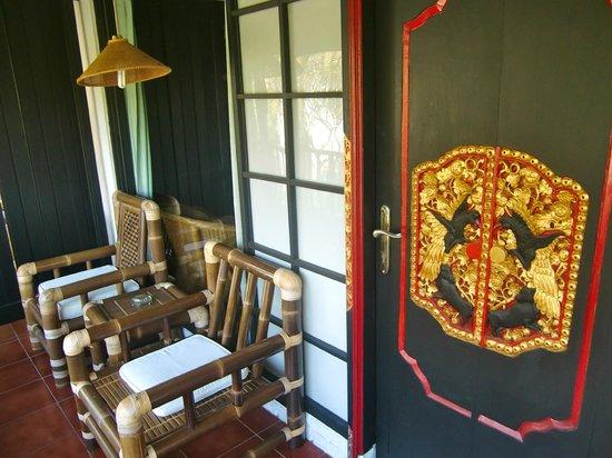 Puri Kelapa Garden Cottages: Ons balkon