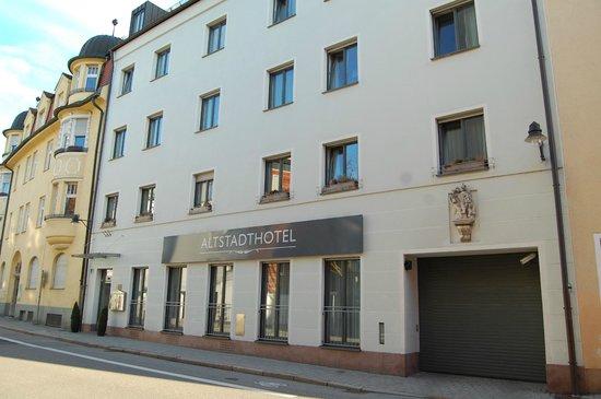 Altstadthotel: Schlichte Fassade
