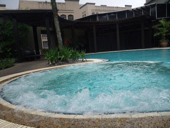 Eastin Hotel Kuala Lumpur: プールのジャグジーはいつも動いているわけではない