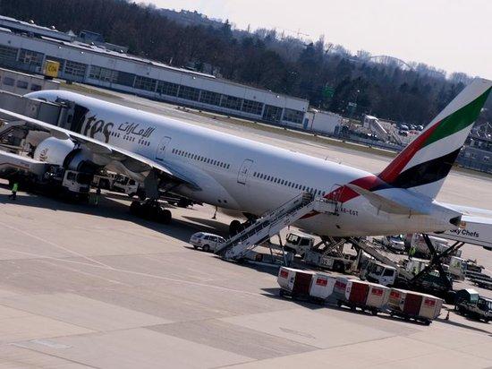 Dusseldorf airport visitor's terraces: Auch bei der Abfertigung kann man zuschauen