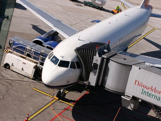 Flughafen Düsseldorf Besucherterrasse: Auch bei der Abfertigung kann man zuschauen
