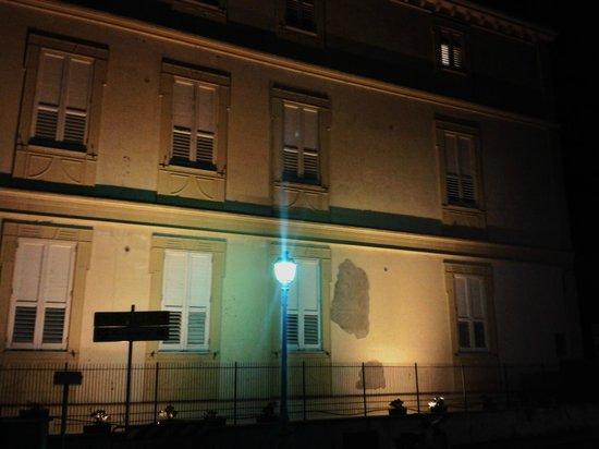 Hotel Villa Margherita: La facciata sul retro.