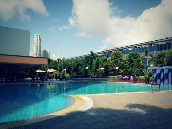 Swimming pool picture of marina mandarin singapore for Pool garden marina mandarin