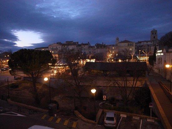 BEST WESTERN Atrium Arles : 酒店地點剛好在ARLES的城南邊,打開窗戶就看見整個城區