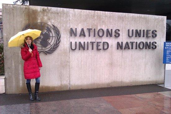 UNOG - Palais des Nations: Am Haupteingang der UN