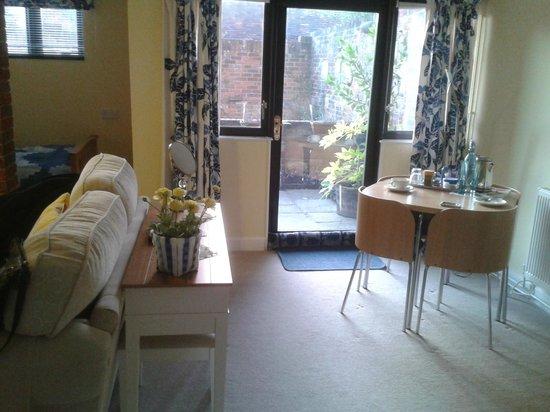 Magdalen House B&B : View of garden room