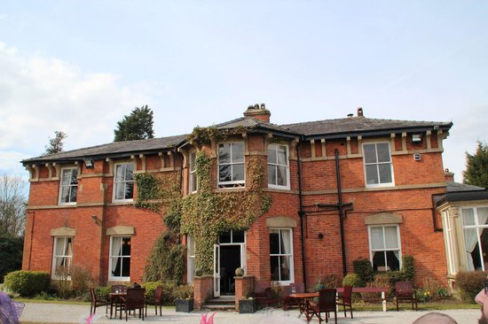 Bartle Hall Country Hotel: Side View of the main building