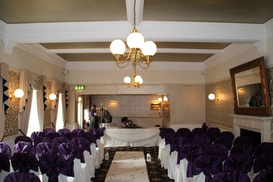 Bartle Hall Country Hotel: The Windsor Suite set up for the ceremony
