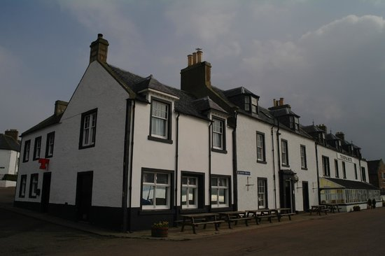 Royal Hotel Cromarty: View from the front