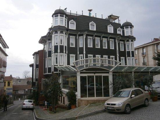 Sultan's Eye Comfort Hotel: Улица у отеля