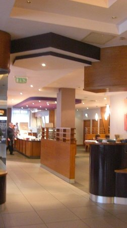 Jurys Inn Belfast: Reception3
