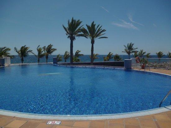 VIK Hotel San Antonio: The infinity pool