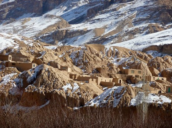 Cultural Landscape and Archaeological Remains of the Bamiyan Valley : Typical houses in Bamiyan