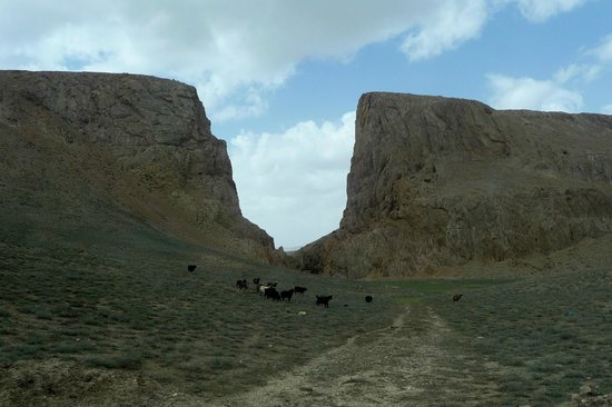 Cultural Landscape and Archaeological Remains of the Bamiyan Valley : Alexander's Gate, near Band-e Amir National Park