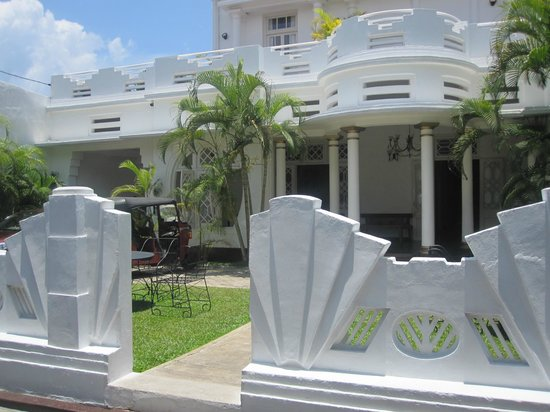 Deco On 44: hotel front