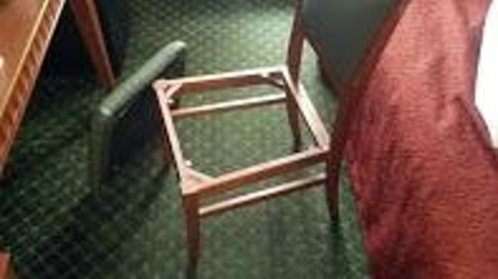 Quality Inn Glens Falls: Watch where you sit!