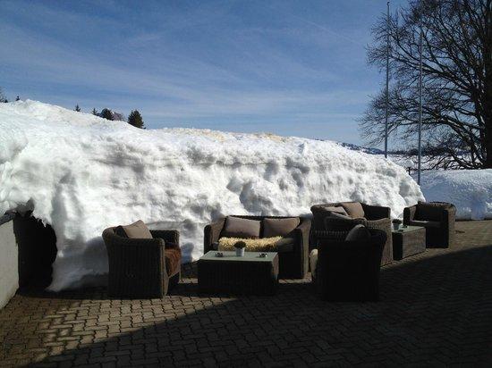 Seminar- und Wellnesshotel Stoos : Extérieurs aménagés, très agréables avec le soleil