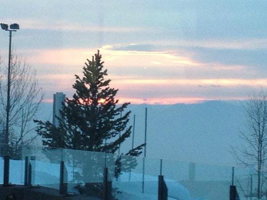 Seminar- und Wellnesshotel Stoos : Vue magnifique de la salle à manger sur un coucher de soleil