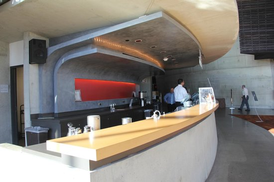 Arena Stage: Bar.
