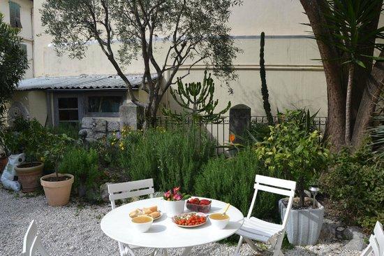 Clair Hotel: The garden