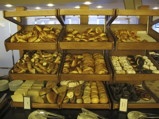 Hilton Istanbul Bosphorus: Extensive Bread Selection at Hilton Istanbul Executive Lounge